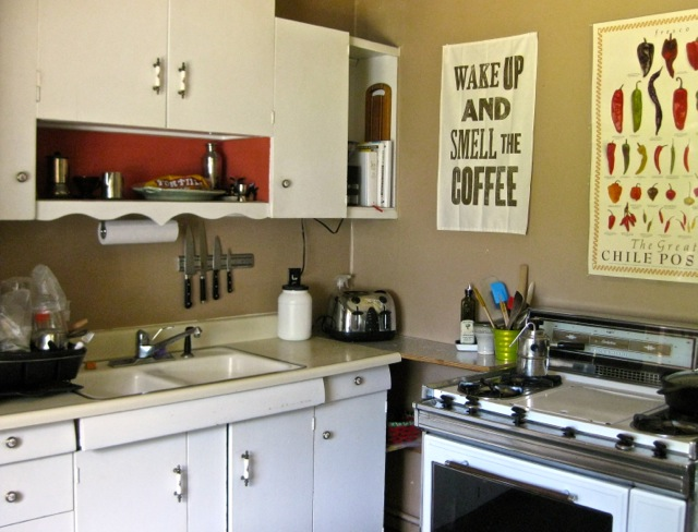 Kitchen, with super-vintage O'Keefe & Merritt gas stove / griddle / oven.