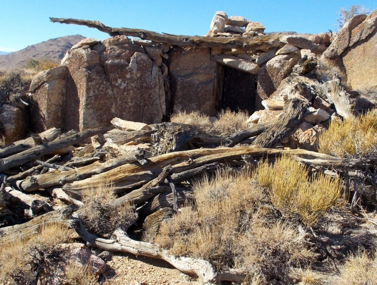 Rock shelter with chimney, Conglomerate Mesa.