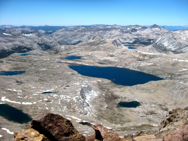 Looking west toward Humphreys Basin and the Paris Lakes.